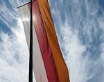 (c) 2010 - Kärnten, Allgemein. - Bild zeigt: eine Kärntner Fahne pressefotos, sportfoto, sportfotos, kärnten, kaernten, pressefoto, oskar, höher, wolfgang, jannach, sport, wirtschaft, kultur, politik, innenpolitik, außenpolitik, lokal, chronik, fotos, fotografie, fotographie, canon, eos, 1d, mark IV, mark 4, fotopool, powerpixx, höherfoto, hoeherfoto, klagenfurt, villach, wolfsberg, spittal, feldkirchen, völkermarkt, voelkermarkt, lienz, osttirol, hermagor, archiv, fotoarchiv, photo, photoarchiv, kleine, zeitung, kleinzeitung, ktz, kärntner tages zeitung, kärntner woche, kärntner, woche, kronen zeitung, krone, kronen, zeitung, sportfotographie, sportfotografie, kurier, kärntner monat, monatsmagazin, tageszeitung, wochenzeitung, gratiszeitung, fußball, fussball, eishockey, icehockey, tennis, basketball, handball, volleyball, beachvolleyball, schi, ski, ski alpin, ski nordisch, schi nordisch, nordisch, langlaufen, schispringen, skispringen, biathlon