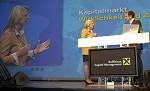 Raiffeisen Capital Management. Kunden-Roadshow Kaernten zum Thema Kapitalmaerkte: Wirklichkeit und Zukunft. Bild zeigt v.l. Dr. Karin Kneissl (Nahost- und Oelexpertin) und Wirtschaftsjournalist Florian Fischer-Fabian (Bayerischer Rundfunk). pressefotos, sportfoto, sportfotos, kärnten, kaernten, pressefoto, oskar, höher, wolfgang, jannach, sport, wirtschaft, kultur, politik, innenpolitik, außenpolitik, lokal, chronik, fotos, fotografie, fotographie, canon, eos, 1d, mark IV, mark 4, fotopool, powerpixx, höherfoto, hoeherfoto, klagenfurt, villach, wolfsberg, spittal, feldkirchen, völkermarkt, voelkermarkt, lienz, osttirol, hermagor, archiv, fotoarchiv, photo, photoarchiv, kleine, zeitung, kleinzeitung, ktz, kärntner tages zeitung, kärntner woche, kärntner, woche, kronen zeitung, krone, kronen, zeitung, sportfotographie, sportfotografie, kurier, kärntner monat, monatsmagazin, tageszeitung, wochenzeitung, gratiszeitung, fußball, fussball, eishockey, icehockey, tennis, basketball, handball, volleyball, beachvolleyball, schi, ski, ski alpin, ski nordisch, schi nordisch, nordisch, langlaufen, schispringen, skispringen, biathlon